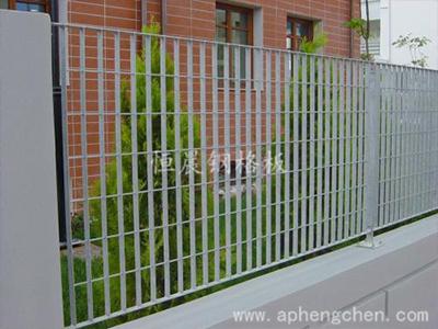 钢格栅板围栏